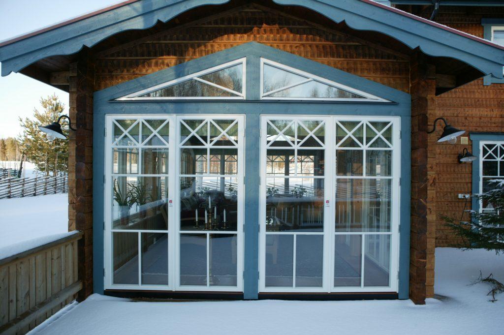 2 glasfönster med spröjs