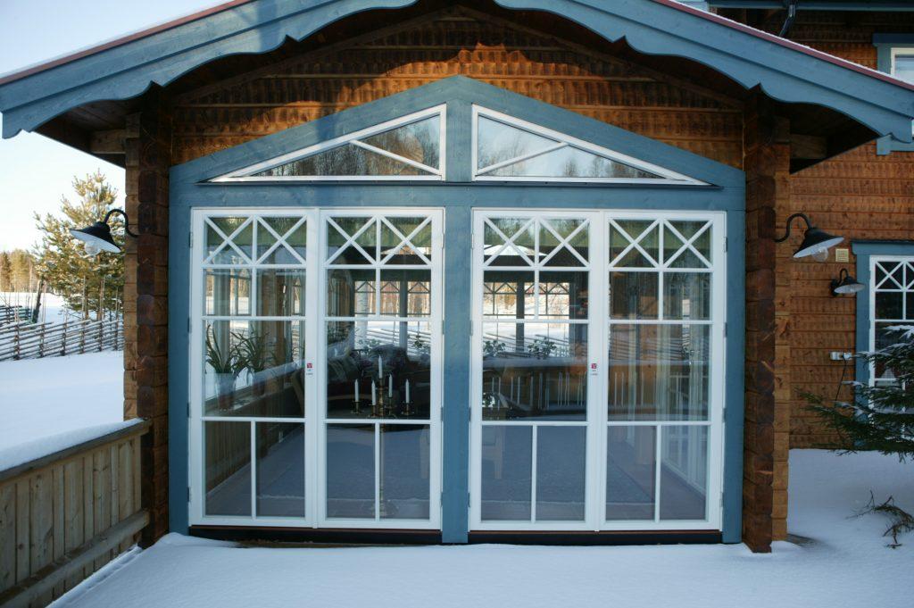 gammaldags fönster med spröjs